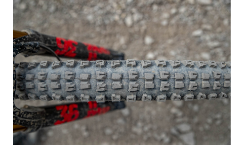 Pneu Hutchinson Griffus Racing Lab 2.50 Race Riposte Gravity Hardskin Tubeless Ready action